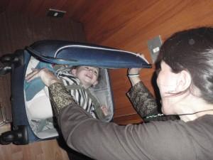 Nicolás en el equipaje de mano